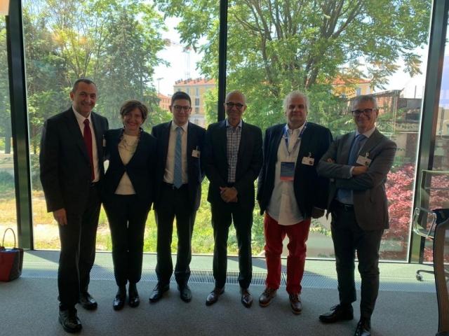 Nella foto si riconoscono Satya Nardella (CEO Microsoft), Silvia Candiani (AD Microsoft Italia), Andrea Quacivi (SOGEI), Simone Puksic (Assinter)